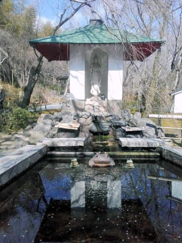 FontanaDiTrevi-style fountain in Tenryuuji